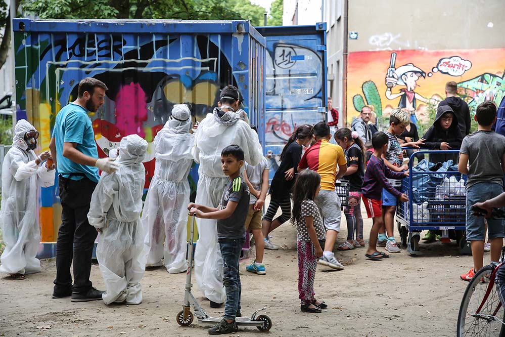 Die Kinder und Jugendlichen besprühten einen der Spielecontainer in der Westerbleichstraße. In absehbarer Zeit soll auch der zweite Container verschönert werden.