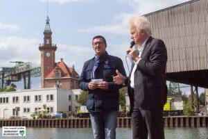 Ulrich Sierau und Uwe Büscher eröffneten gemeinsam den Hafenspaziergang am Umschlagplatz.