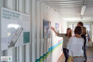Im Baucontainer konnten sich die Gäste über die Entwicklung des Hafens informieren.