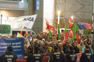 Diesmal nicht: demokratische Zivilgesellschaft gegen Neonazis: Fotos: Leopold Achilles