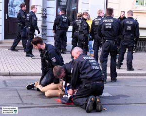 Die Polizei ging rigoros gegen die Störversuche er Neonazis vor.