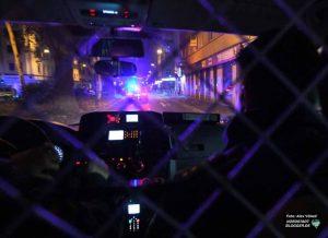 Mit Blaulicht durch die Nordstadt: Eine Vielzahl von Einsatzorten führen die Beamten an.