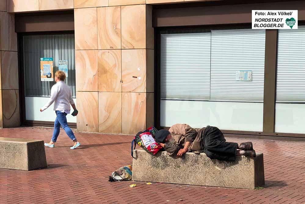 Obdachlosigkeit ist in Dortmund allgegenwärtig - so wie hier auf dem Steinplatz. Foto: Alex Völkel