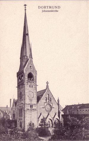 Von der alten Johannes-Kirche an der Ecke Born- /Jägerstraße steht heute nur noch der Kirchturm. Ansichtskarte um 1910 (Sammlung Klaus Winter)