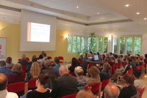 Beim CVJM im Zentrum Dorstfelds: Die Quartiersdemokraten haben zur Debatte geladen. Foto: QD