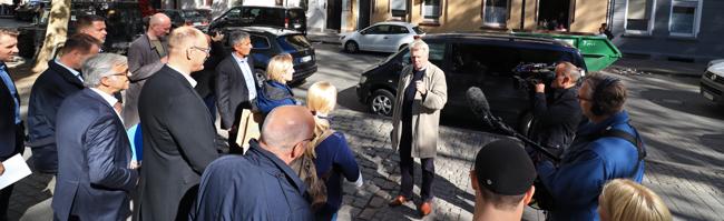Rundgang durch Nordstadt: Stadt und Wohnungsunternehmen modernisieren Problemhäuser zu Wohnraum mit Qualität