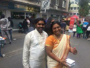 Ehepaar ShKalainithy Shabesan, Vorsitzende des Vereins für tamilische Künstler, mit Ehemannabesan
