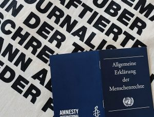 Deklariert vor 70 Jahren, geltend, geschunden: die Allgemeinen Menschenrechte. Fotos: Thomas Engel