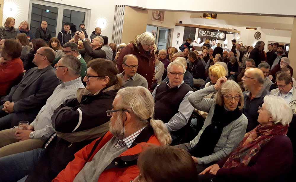 """Überraschend gut besucht war die Gründungsveranstaltung von """"Aufstehen"""" in Dortmund."""