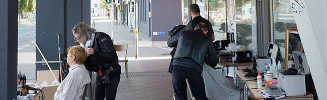 """Engel mit Kamm und Schere für Obdachlose: Die """"Barber Angels"""" machen Station vorm Gast-Haus in Dortmund"""