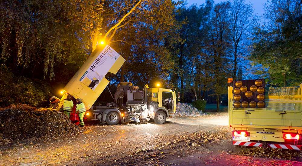 Fast 250 Beschäftigte kümmern sich um die Beseitigung rund 5.300 Tonnen Laub.