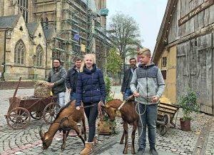 Freuen sich auf den Hansemarkt ab Mittwoch: Foad Boulakhrif von der Agentur Schöne Märkte, Schausteller Patrick Arens und Frank Schulz von City-Marketing. Foto: Joachim vom Brocke