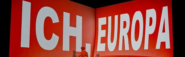"""""""Ich Europa"""" – ein hochpolitisch-verstörender Blick von außen auf die """"glückselig abgeschottete"""" Insel Europa"""
