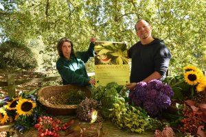 Dr. Patrick Knopf und Barbara Germer laden zum Herbstmarkt im Botanischen Garten Rombergpark ein. Fotos: Katharina Kavermann