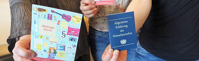 """""""Recht und Würde"""" – großflächige Plakate sollen in Dortmund Artikel Allgemeiner Erklärung der Menschenrechte darstellen"""
