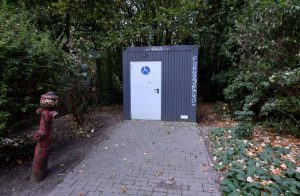 Bislang gibt es im Hoeschpark nur eine behindertengerechte Toilette in einem Außencontainer.