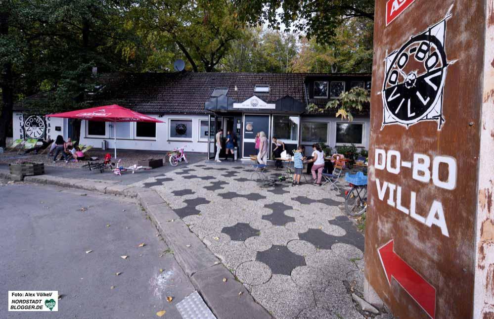 """Die Zukunft der """"DO-BO-Villa"""" ist ungewiss. Das verpachtete Gebäude wird überlang. Foto: Alex Völkel"""