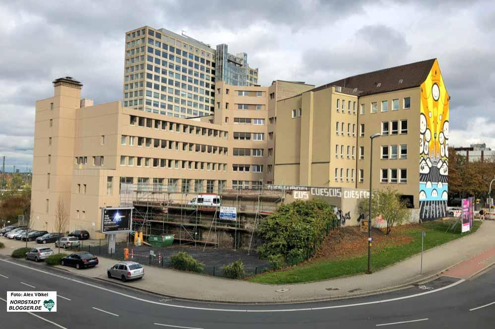 An der Ecke Königswall/Brinkhoffstraße soll der VHS-Neubau entstehen. Foto: Alex Völkel