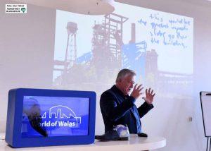 Gerben van Straaten erläutert die Planungen für die Hochofenanlage und das alte Schalthaus 101 auf Phoenix-West.