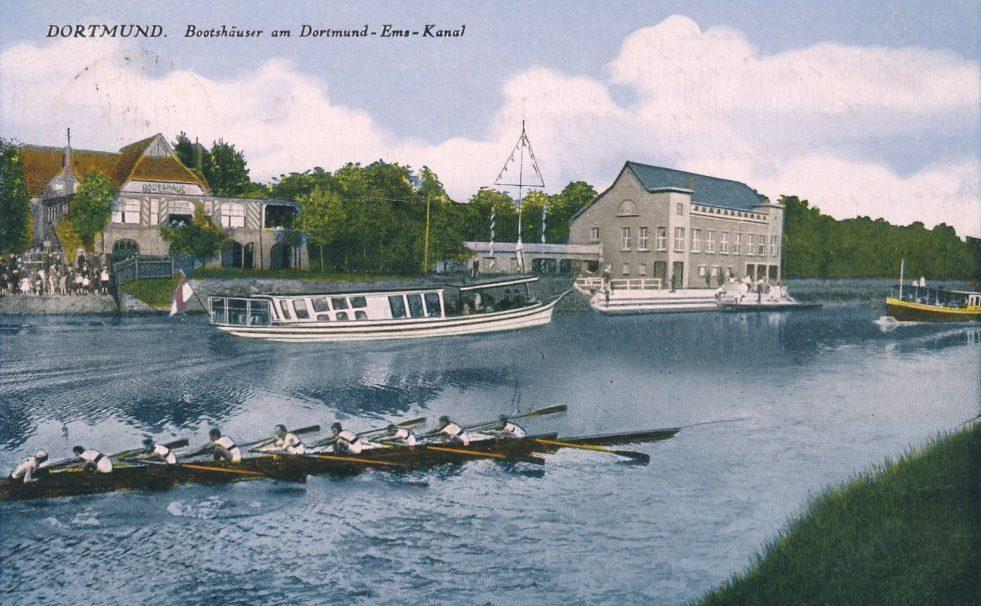 Das Städtische Bootshaus von 1909 (links) und das Bootshaus des RC Hansa 98 von 1923 und viel Verkehr auf dem Dortmund-Ems-Kanal, Ansichtskarte 1925/1930 (Sammlung Klaus Winter)