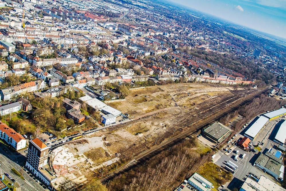 Auf dem Areal des ehemaligen Güterbahnhofs Dortmund-Süd entstehen bis Ende 2022 zunächst 17 Mehrfamilienhäuser mit 242 Wohneinheiten für VIVAWEST. Foto: Philip Berstermann