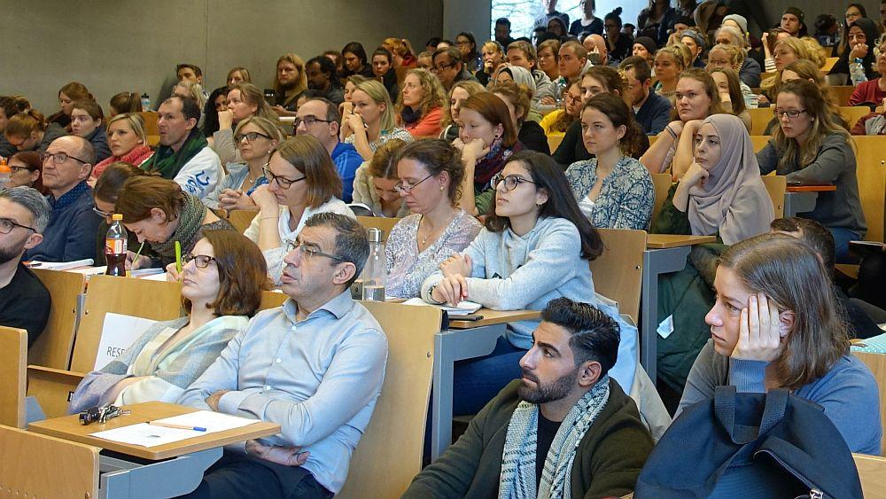 Aktionstag 8 gegen 88 an der TU Dortmund, voller Hörsaal. Fotos: Thomas Engel