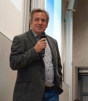 Dierk Borstel ist heute Professor am Lehrgebiet für Praxisorientierte Politikwissenschaft des FB 8