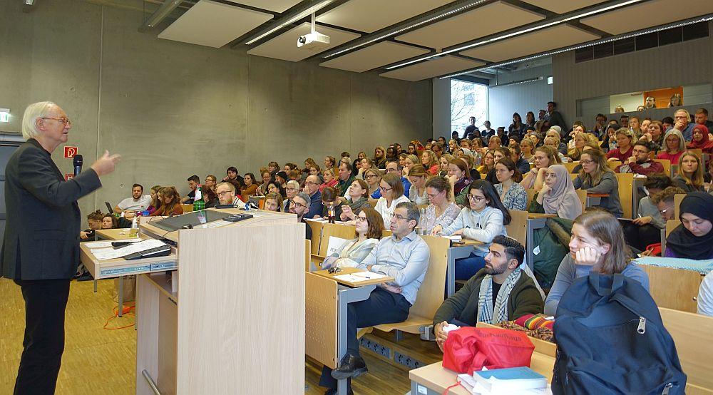 Ab dem Wintersemester 2019/2020 könnte sich an Hochschulen in Nordrhein-Westfalen einiges ändern. Während die Unis autonomer werden sollen, werden demokratische Mitspracherechte der Studierenden beschnitten.