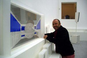 Ausstellungsmacher Christos Stremmenos mit der Originalzeichnung von Architekt Walter Ruhnau und Künstler Yves Klein und seinem berühmten Blau, hier im Musiktheater im Revier.