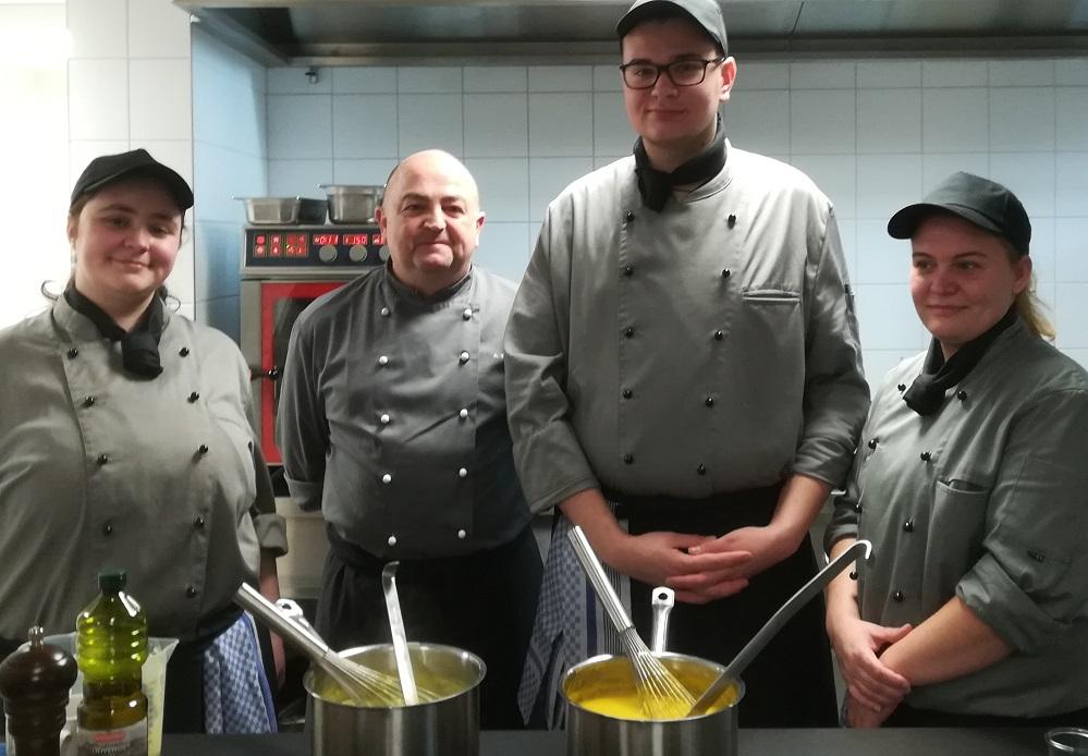 Caritas Bistro, Koch Wolter mit seinen Azubis Glock, Almerrot und Blasczyk