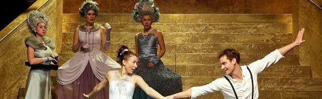 Die Geschichte von Aschenputtel als modernes Cinderella-Märchen auf der Bühne des Schauspiels in Dortmund