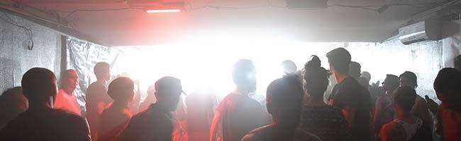 Während der Inclusia-Party in der Do-Bo-Villa in der Nordstadt räumt Marcus Schmälter freiwillig sein DJ-Pult
