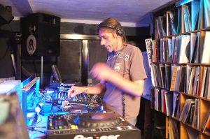 Bei Marcus Schmälter dürfen die Gäste selber den DJ spielen.