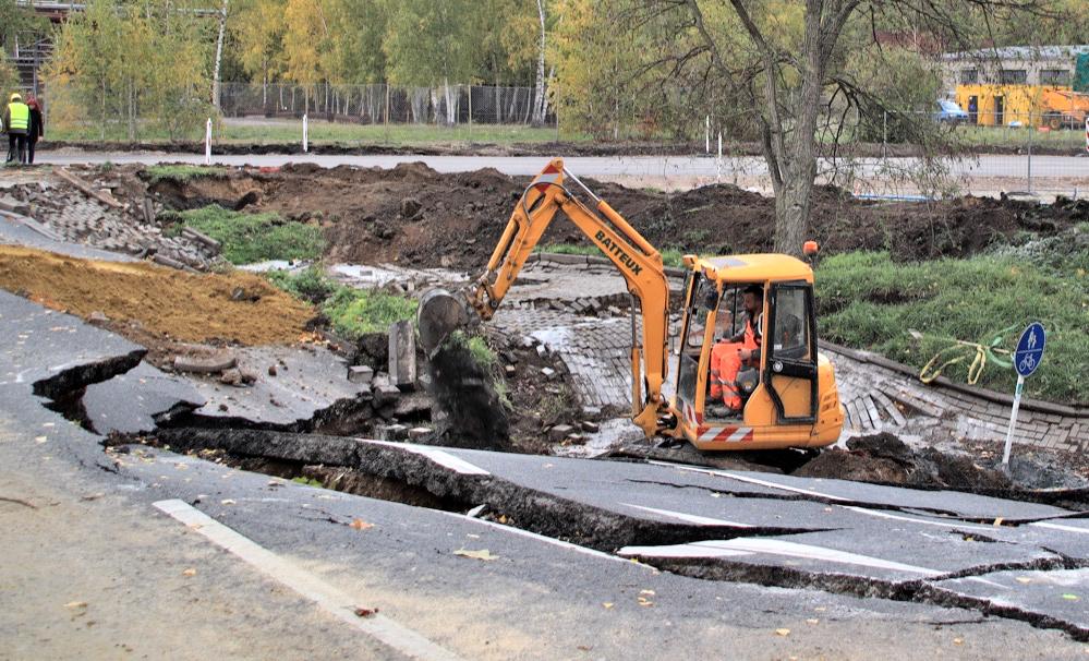 Die Arbeiten an der Emscherallee haben begonnen. Es kann noch nicht abgeschätzt werden, wie lange sie dauern werden. Foto: Karsten Wickern