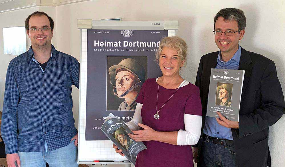 Stellten die neueste Ausgabe von Heimat Dortmund vor: Felix Bergmann und Dr. Andrea Zupancic sowie Stadtarchiv-Leiter Dr. Stefan Mühlhofer. Foto: Joachim vom Brocke