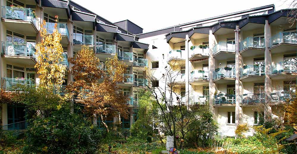 Das St. Josefinenstift - hier der Blick von der Gartenseite - zieht von der City in die Gartenstadt.