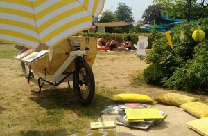"In den Sommermonaten on tour: Das Projekt ""bookbike nrw""."