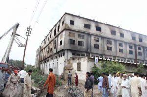 Das abgebrannte Firmengebäude von Ali Enterprise. Foto: Ayesha Mir/ The Express Tribune