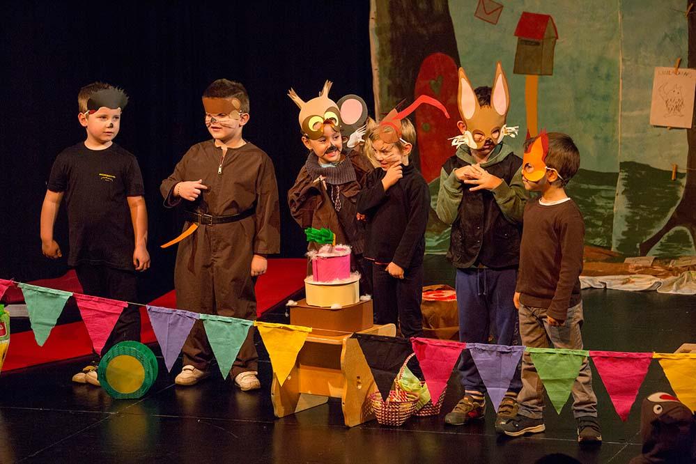 Insgesamt 15 Kindergärten aus dem gesamten Dortmunder Stadtgebiet haben verschiedene Kinderbuchgeschichten für das Theater umgesetzt.