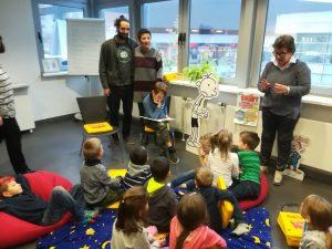 Kinder FabiDo Clarenberg vor dem Vorleseereignis
