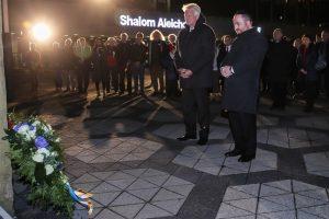 Holocaust-Gedenken 2018 in Dortmund: Kranzniederlegung am Platz der Alten Synagoge mit OB Ullrich Sierau und Rabbiner Baruch Babaev