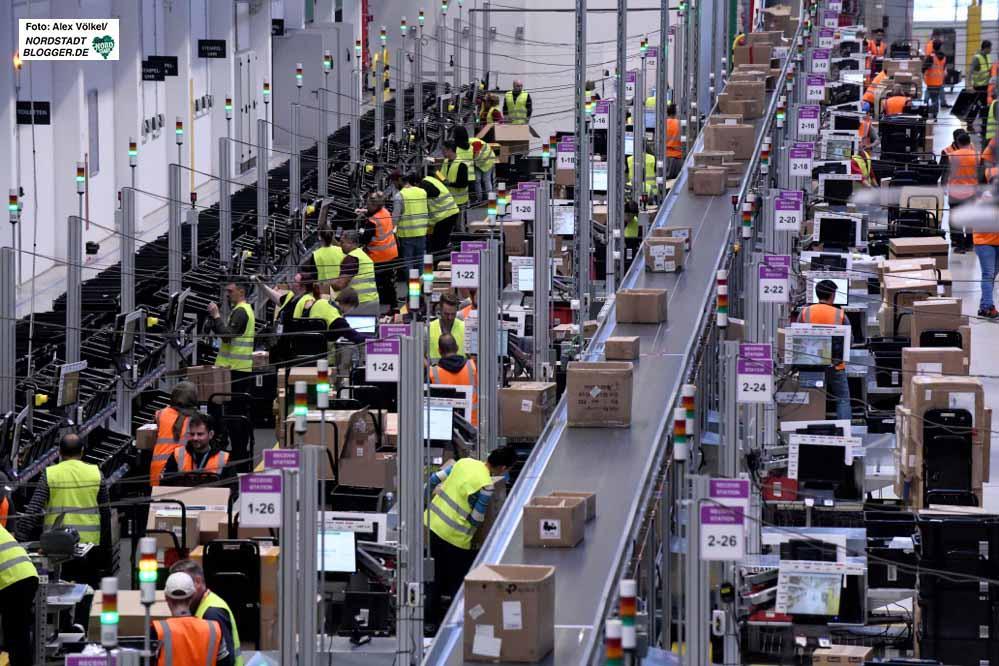 Die Logistik - hier ein Blick in eine Halle von Amazon - ist einer großen Jobtreiber in Dortmund. Foto: Alex Völkel
