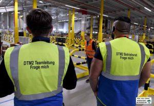 """Tragen bei Amazon dieselbe """"Uniform-Farbe"""": Standortleiter und Betriebsratsvorsitzender."""