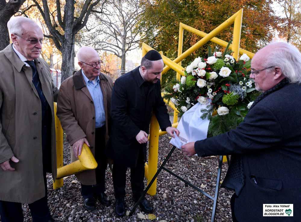 Am jüdischen Mahnmal in Dorstfeld wurde ein Kranz niedergelegt. Foto: Alex Völkel