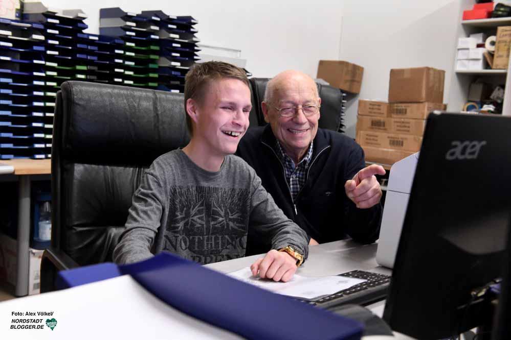 Haben sich gesucht und gefunden. Bürokaufmann Marius Leupold und Seniorchef Reinhard Bräunig. Fotos Alex Völkel