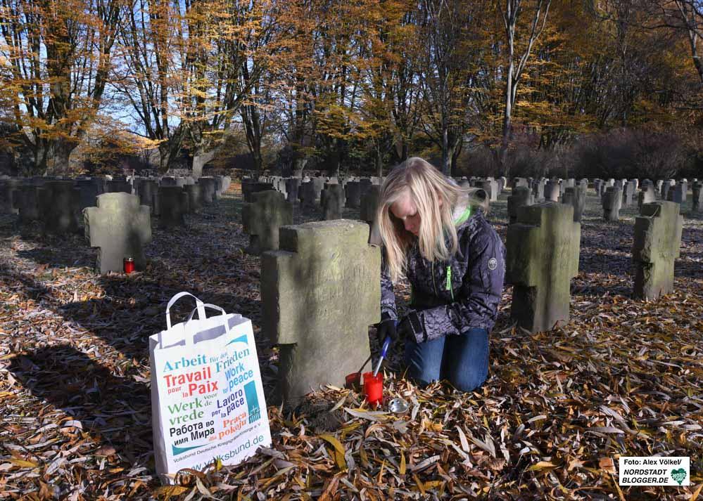 Stadt Dortmund und Volksbund luden zum Gedenken auf den Hauptfriedhof ein. Fotos: Alex Völkel