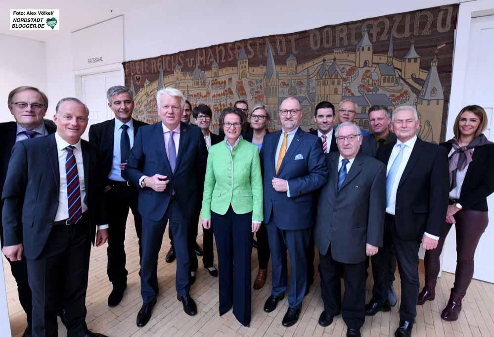 """Die """"Allianz für Wohnungsbau"""" - strahlende Gesichter gab es während der Unterzeichnung der Zielvereinbarung."""