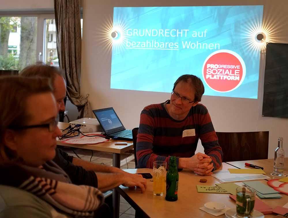 Sandra Spitzner und Tobias Scholz im Gespräch bei der Progressiven Sozialen Plattform.