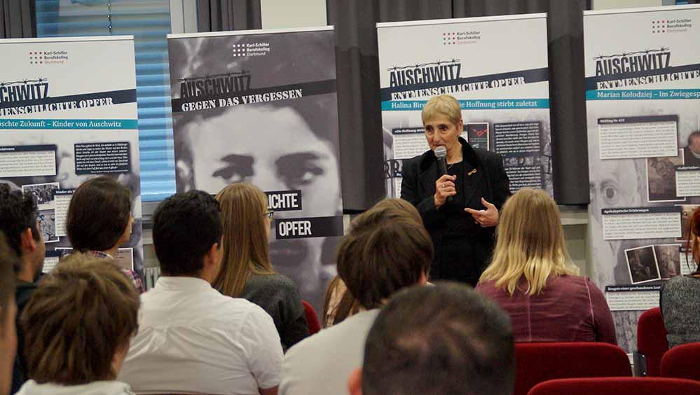 Professor Erika Band de Rosenberg war bei der Preisübergabe und mehreren Schulen zu Gast.