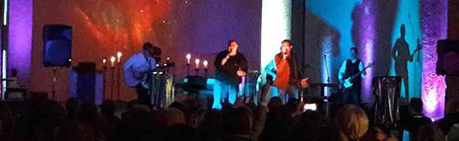 """Beim """"Songabend"""" in der Dreifaltigkeitskirche trafen Fußball, Bier und Glühwein auf gemütliche Unplugged-Musik"""